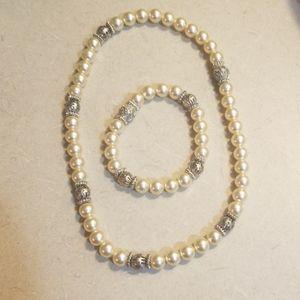 Premier Designs necklace and bracelet set